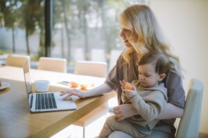 """<img src=""""WorkingMom.png"""" alt=""""10 Coworking Spaces, Resources, and Products For New Moms Returning To The Office """">"""